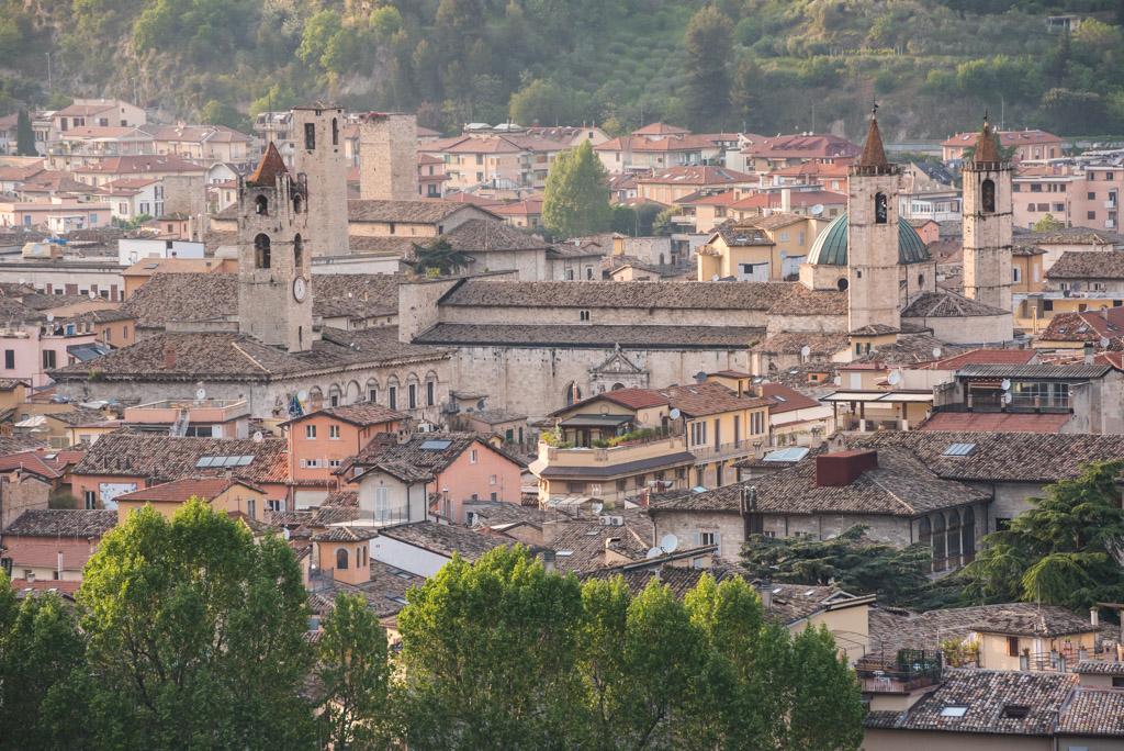 Vista dall'alto di San Francesco e del Palazzo dei Capitani