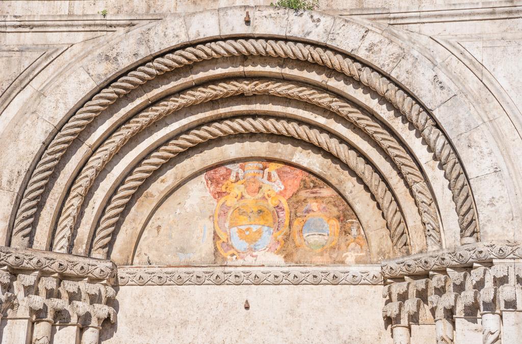 Lunetta del portale su Piazza del Popolo